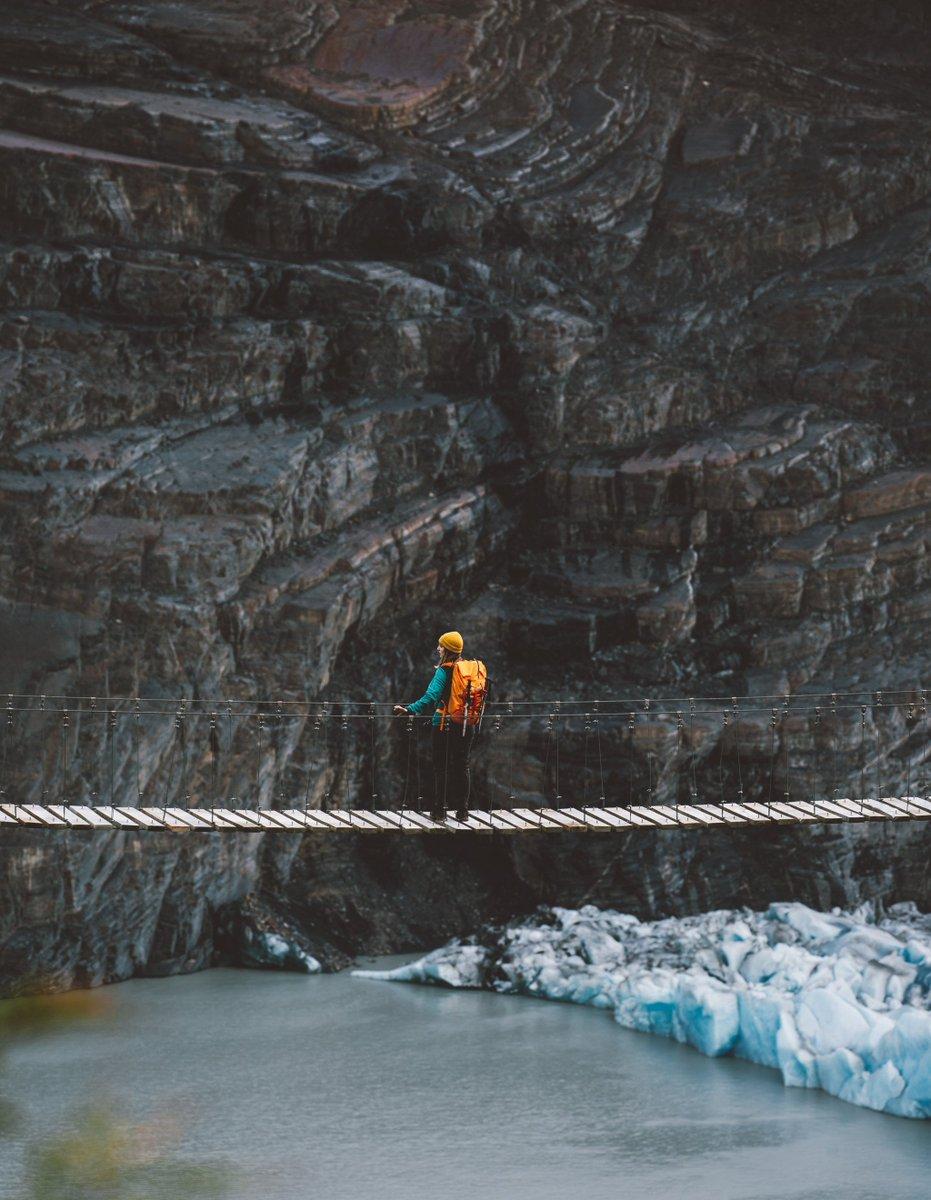 En Vértice Patagonia tenemos todo lo necesario para que disfrutes tu recorrido por el Parque Nacional Torres del Paine. Reserva todo para tu trekking y camping con nosotros >> http://www.verticepatagonia.cl #VérticePatagonia #VérticeTravel #Glacier #Mountains #Landscape