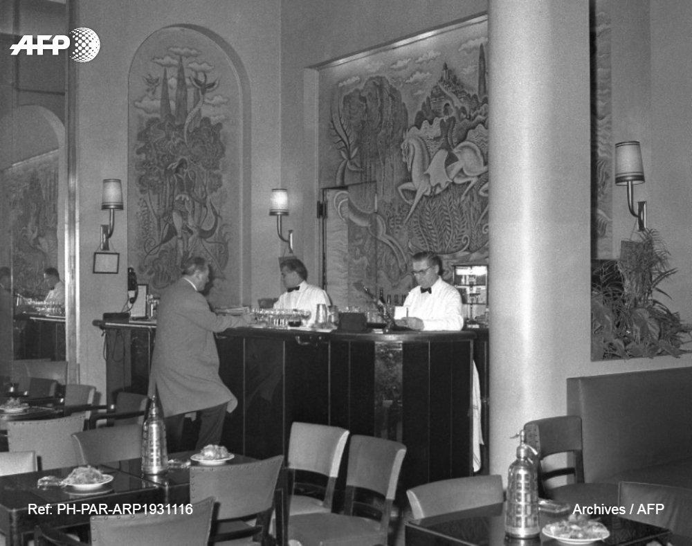 La libération du bar du Ritz, le 25 août 1944, par Ernest Hemingway, personnalité à lego, au talent et au panache débordants, tient plus de la légende, initiée par le romancier en personne, que de la vérité historique u.afp.com/J2fw (6/8) #LiberationDeParis #AFP