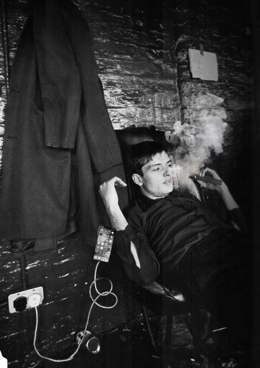 Ian Curtis blowing fat Juul cloud while he drops his iPhone 10.png <br>http://pic.twitter.com/N9NXCIS8J7