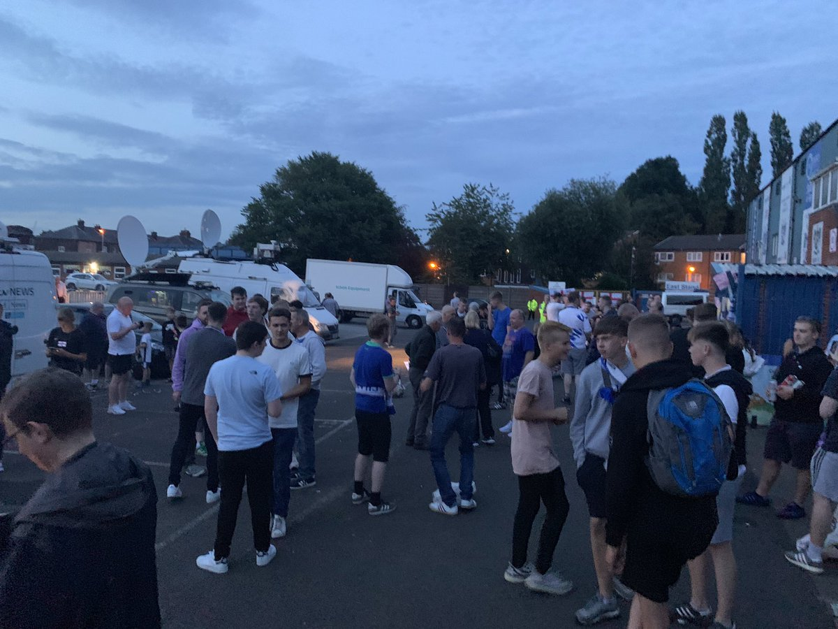 Nearly 9PM and still a fair crowd here. Singing, talking, and there's even a bit of a kick about going on behind the news vans.  This is football, really. Communities like ours.  #buryfc<br>http://pic.twitter.com/H36hFy3tGr