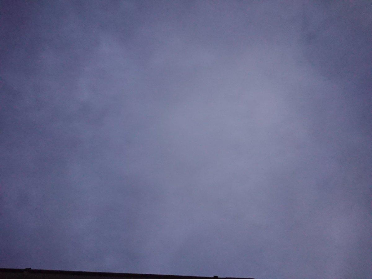 おはようございます☁ まだ暗いですなぁ〜! 今日もよろしくお願い致します〜🤣🤣🤣🤣 いまそら 横浜市(鎌倉寄り) #golf897 #take1134 #いまそら #イマソラ #クロス #joqr  #FMやまと #朝顔 https://t.co/TEJEIks2qn