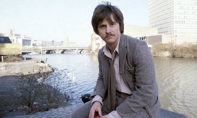 Starting in 1979 and running for only 2 series, Shoestring was a #Bristol based amateur sleuth series starring Trevor Eve. Eve declined a 3rd series so the existing scripts were retooled and the resulting show became Bergerac. It's worth seeing for the 70s Bristol scenery alone!<br>http://pic.twitter.com/E67Enr6S55