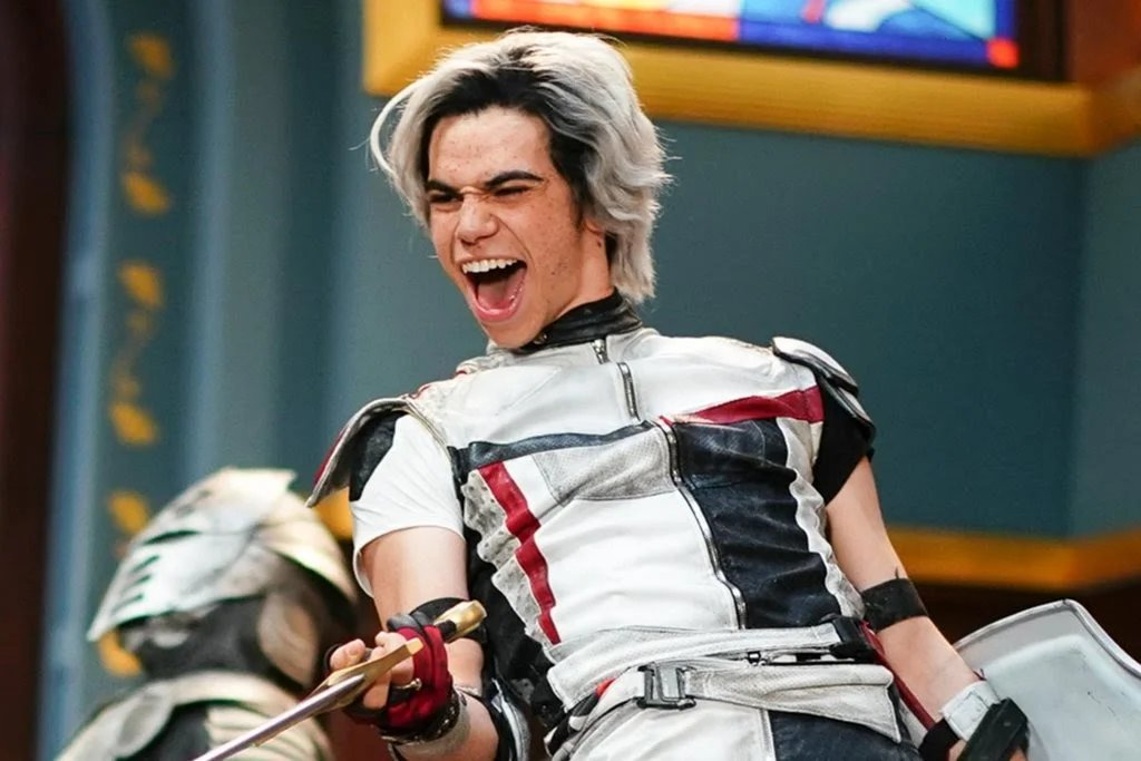 Anybody who's watched #Descendants3, was anybody waiting to see if Carlos would travel back in time to save the day? Am I the only one who sees the resemblance? @Disney @descendants #Endgame @MarvelStudios (You'll forever be missed, Cameron Boyce. May the sky treat you awesomely) https://t.co/CxkvB1fHqg