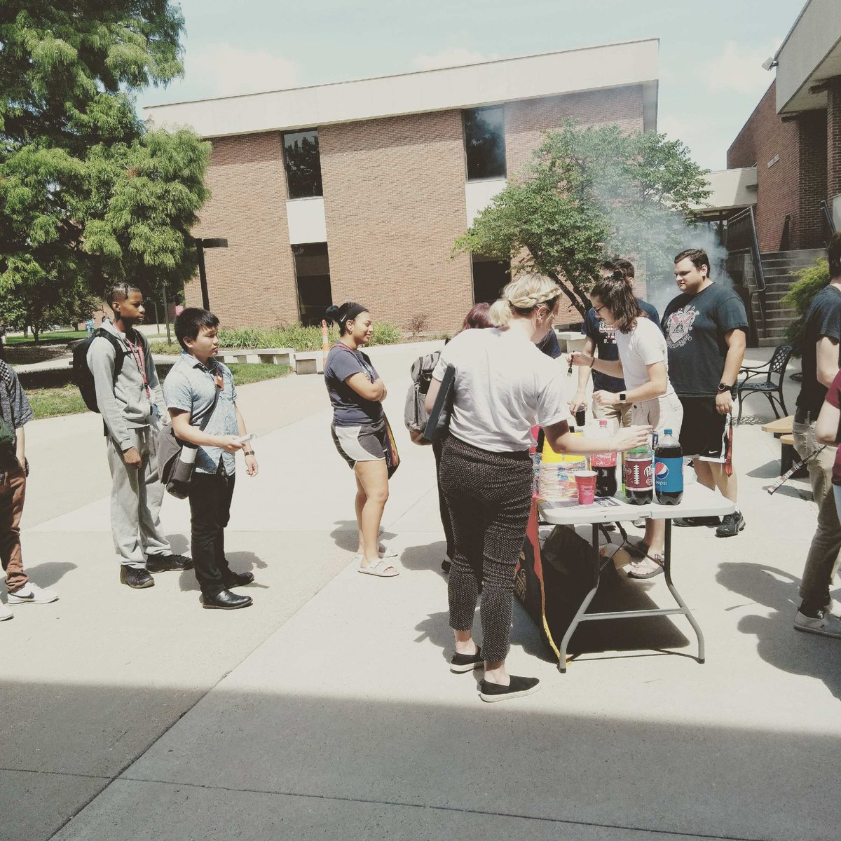Had a great time serving hot dogs and burgers after seminar today! Thanks to everyone who came by and to all the brothers who helped out! @UMSL_Music<br>http://pic.twitter.com/jyZqL02DLK