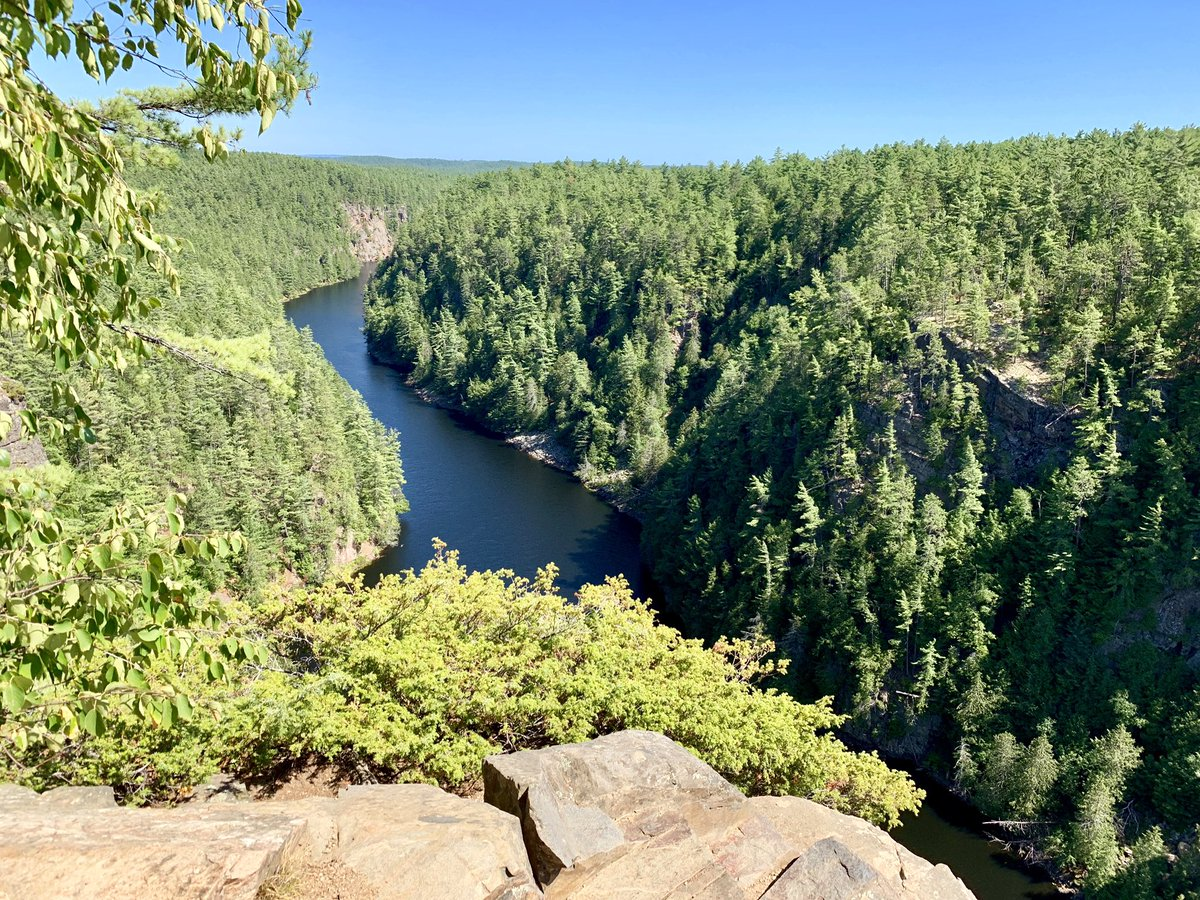 In case you're thinking of doing a 4-day Barron River Canyon loop through 3 rivers and 7 lakes, with 17 portages (the latter of which amounted to a total of 4,800 meters), I'm here to tell you: take a shortcut. I feel accomplished—but did I have fun? (Yes, ok, I did.) Now to 💤.