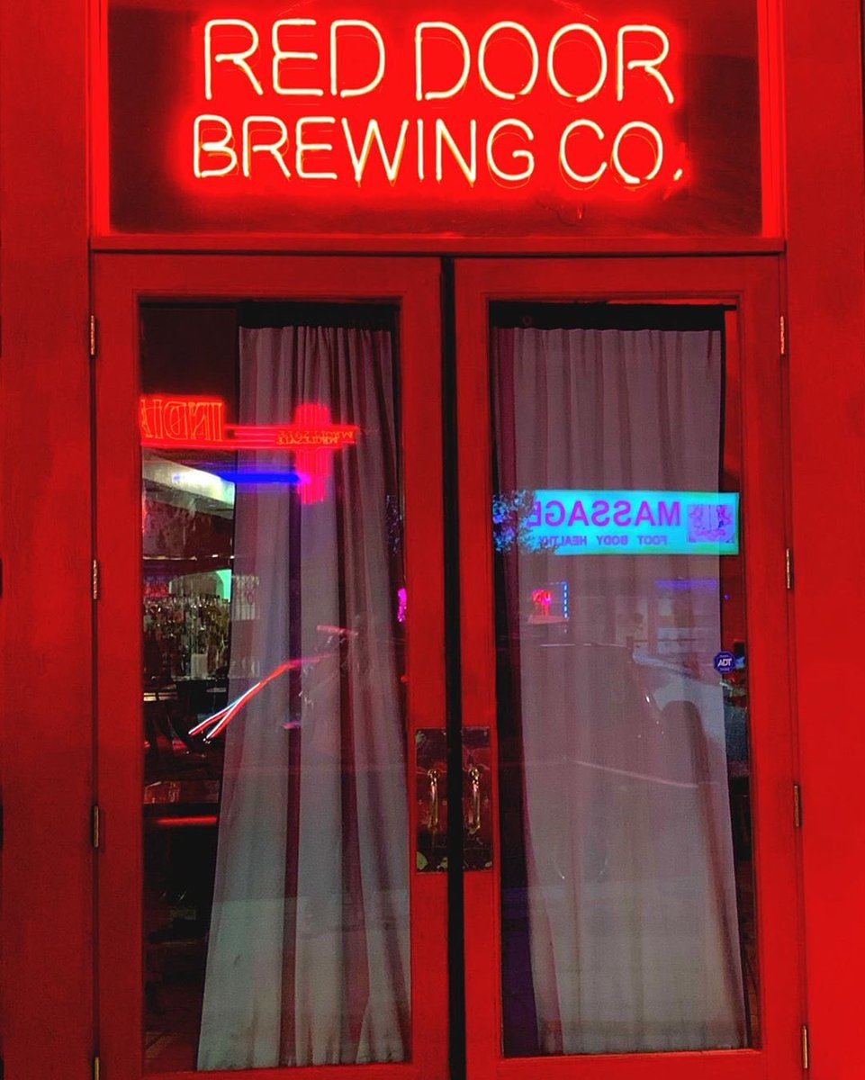 HAPPENING NOW: the grand opening of the new Red Door Downtown and Kamikaze Kitchen food truck! Check out all your favorite Red Door beers and our new signature cocktails, plus live music from @TheRiddimsMusic at 9 p.m.  #ABQbeer #drinklocal <br>http://pic.twitter.com/SWD6koH2DJ