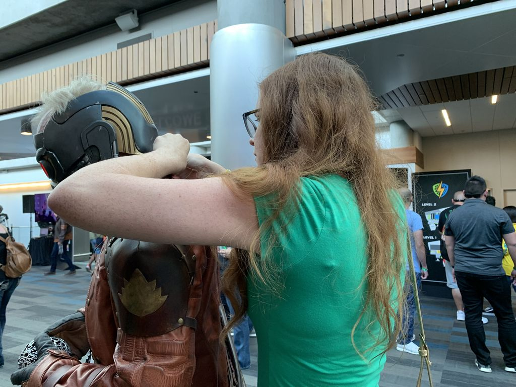 We were super grateful to have @KayteSabicer with at @SVComicCon. Not only did she bolt @donttrythis into his helmet, but she helped with the wiring when it briefly went out during #AdamIncognito. Full video of the Star-Lord walk here: bit.ly/2HjMeow