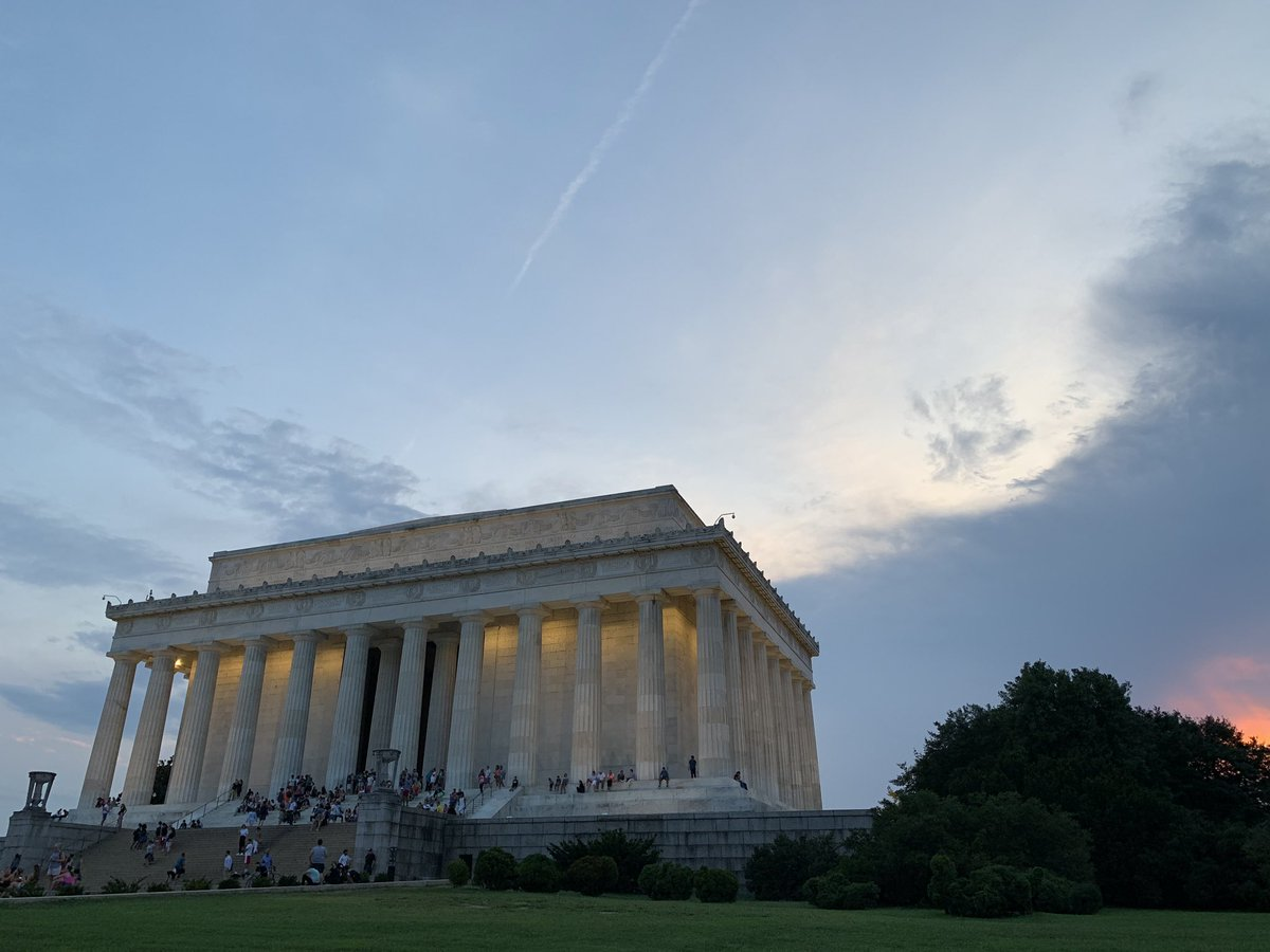67° in DC this evening with a crisp foretaste of fall.  #dcwx <br>http://pic.twitter.com/gFvNKFQjUF