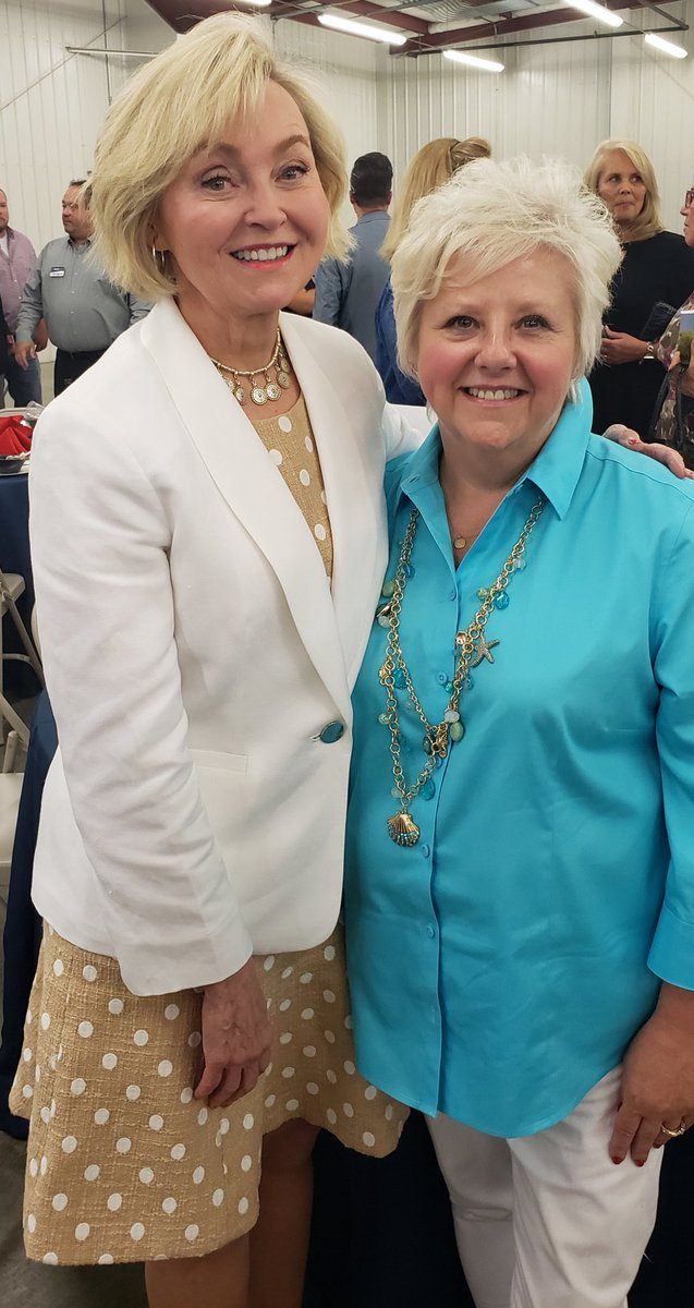 Honored to have former Lt Gov Becky Skillman & current Bedford Council member & Duke Energy employee Judy Carlisle join @DukeEnergy table for @Bedford_Chamber annual dinner featuring @GovHolcomb   where you at @ScottShishman https://t.co/bQTMSHmgck