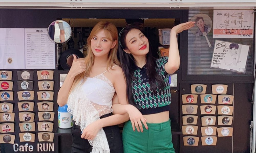 GFRIEND's Yerin sends coffee truck to 'Show! Music Core' set to cheer on Red Velvet's Joy and A Pink's Hayoung  https://www. allkpop.com/article/2019/0 8/gfriends-yerin-sends-coffee-truck-to-show-music-core-set-to-cheer-on-red-velvets-joy-and-a-pinks-hayoung   … <br>http://pic.twitter.com/5aMCj8lgxp