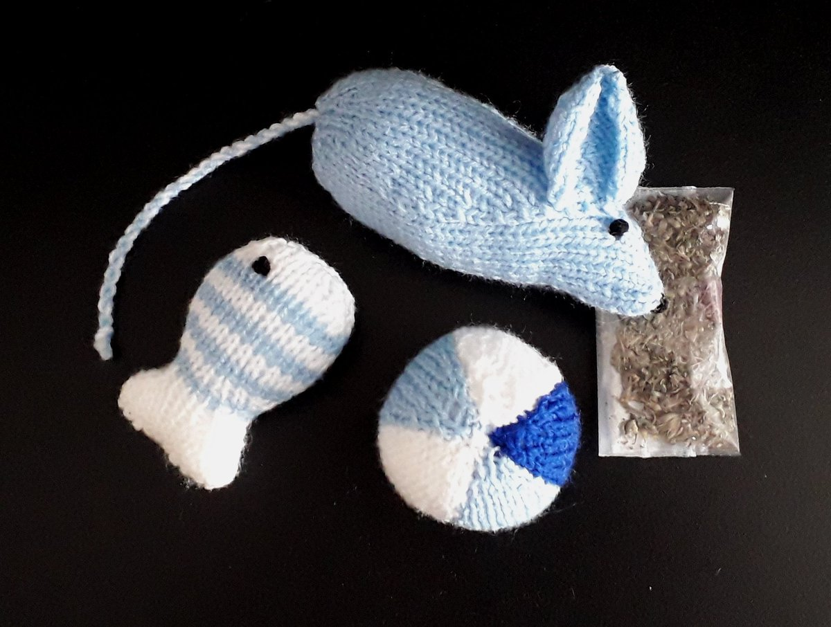 Issue 147 of @LetsKnit featured cat toy patterns as charity knits for International Cat Day. Made the toys + other cat themed items and set up a 2w sales event. The results: £156 raised for the cat rescue. Thank you for the excellent suggestion @LetsKnit. #knitting #cats https://t.co/uihbq6Pacq