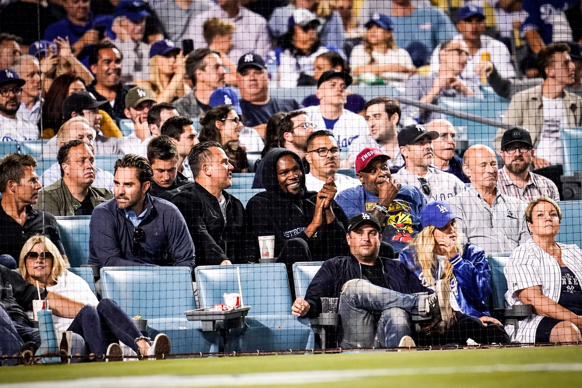 Kevin Durant and Larry David enjoy Yankees-Dodgers game