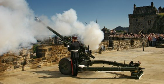 Its nearly that time of the day when the One oClock Gun is ready to fire. Get the perfect spot to watch the district gunner fire our infamous time signal. Afterwards visit the exhibition and discover more about the history behind it. #EdinburghCastle #IHeardTheGun