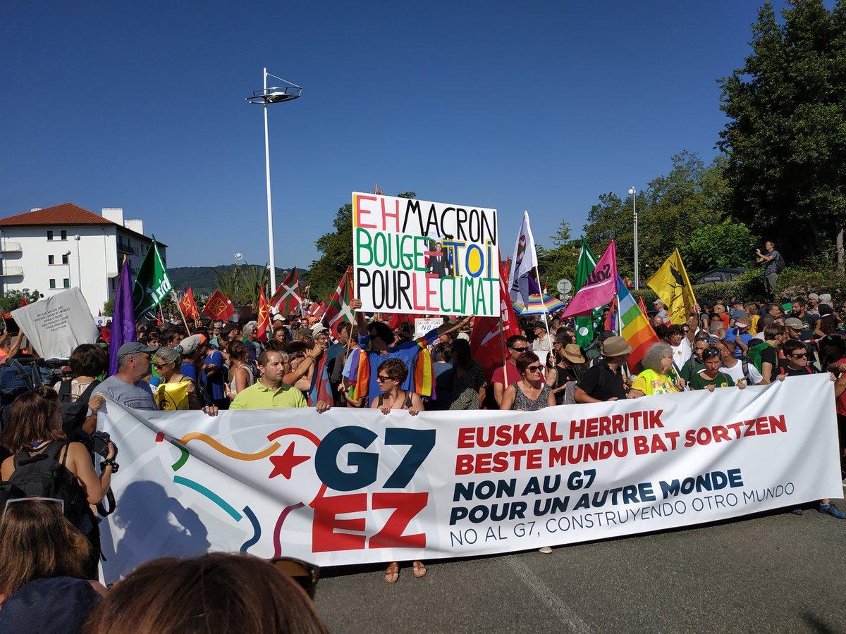 14.000 policías para proteger a los imperialistas que esquilman recursos naturales, provocan guerras, arrasan países, explotan a trabajadores, destruyen el planeta, etc, etc etc, de los violentos. En el #G7Biarritz los violentos llevan chaqueta y corbata. #G7EZ #G7No #G7Non