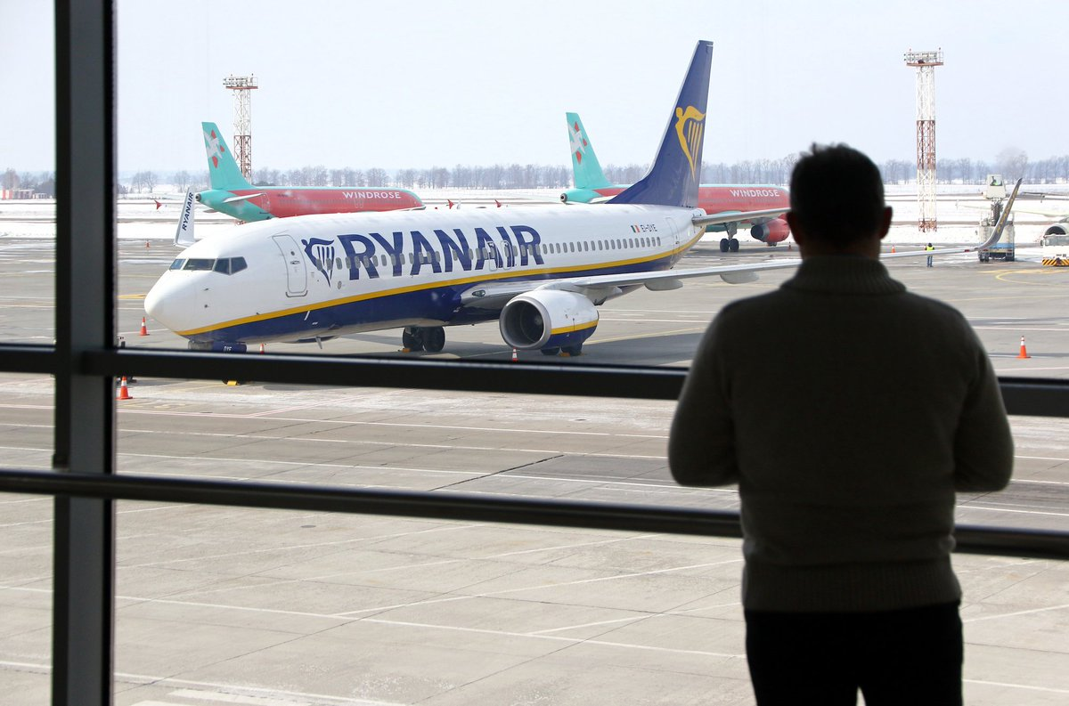 🚨#RyanairStrike🚨 Portuguese Ryanair crew are set to strike until Aug 25, leading to major flight disruptions. If your flight is canceled or delayed, you could be owed up to €600 in compensation. Claim now: https://t.co/HwzBxN6Y4Y https://t.co/3earsegIJs