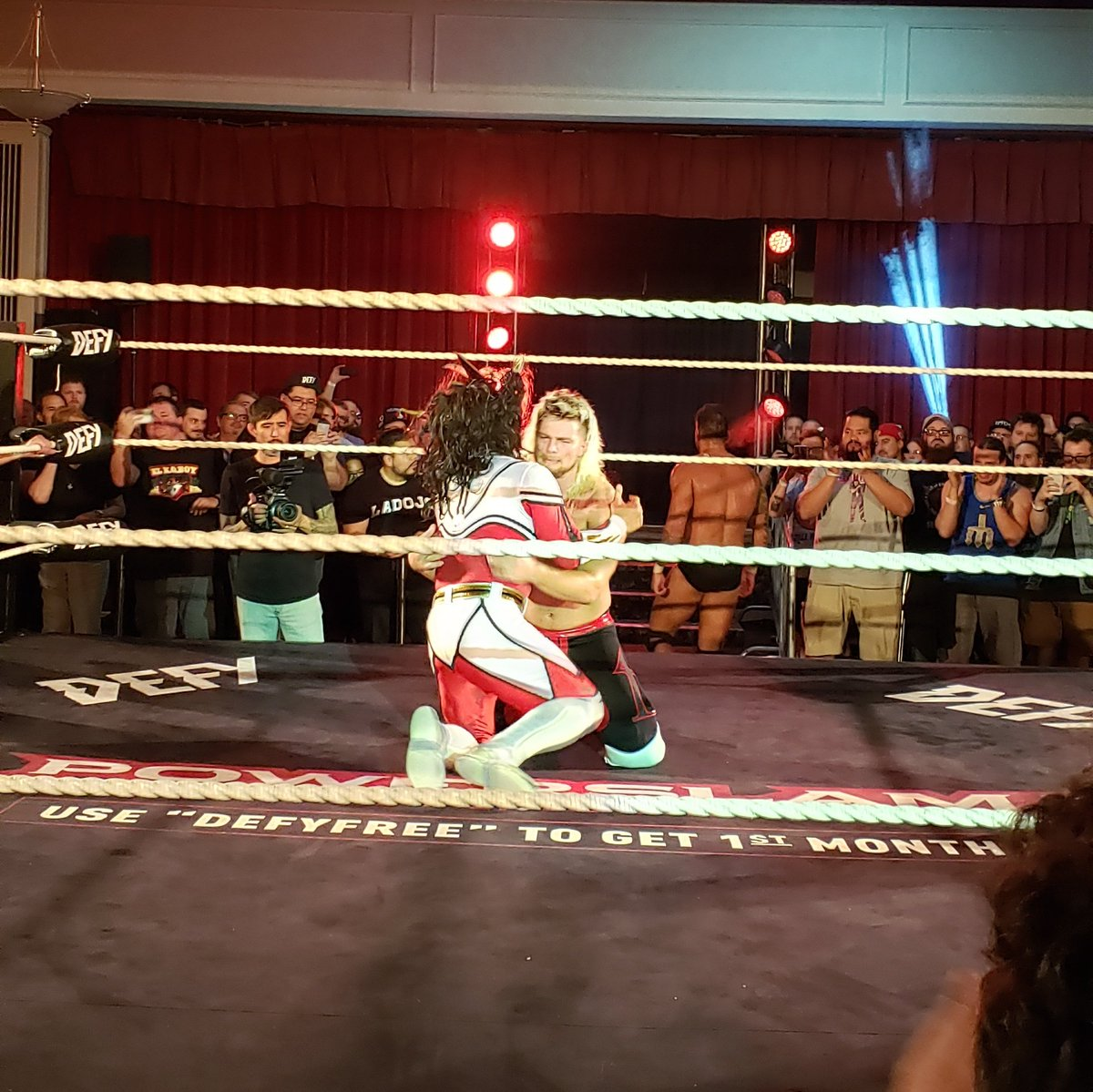 A picture's worth a thousand words.  @Liger_NJPW and @FlyinBrianJr.  @defyNW  #DefyanceForever<br>http://pic.twitter.com/A9MOw98JM6