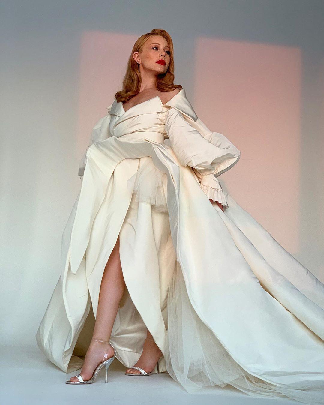 Тина Кароль в платье от Ashi Studio