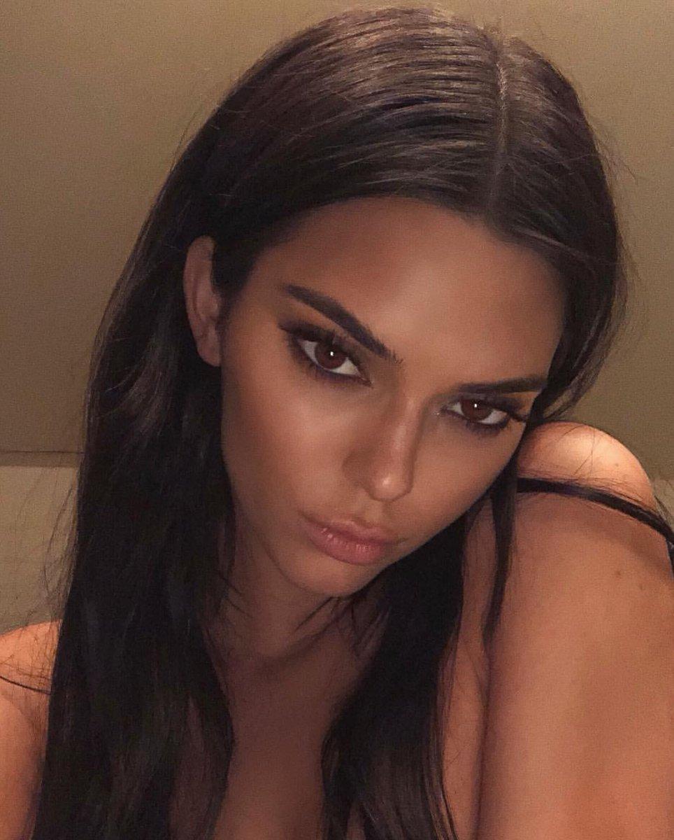 RT @beautifulcelebz: RT for Kendall Jenner  LIKE for Selena Gomez https://t.co/4YUdFgplMX