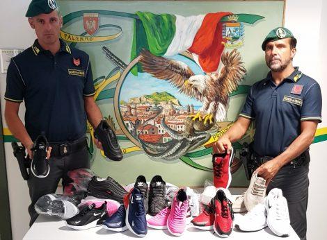 Blitz della Finanza a Ballarò, sequestrata un'auto carica di scarpe con griffe contraffatte - https://t.co/ww63AoOmSB #blogsicilianotizie