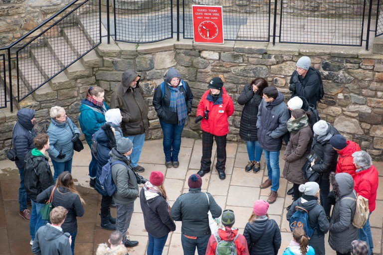 Hear the castles extraordinary past come alive from those who know it best and join one of our guided tours. They will be happy to share their favourite stories and answer your questions too. ow.ly/zIre50vGySt #EdinburghCastle