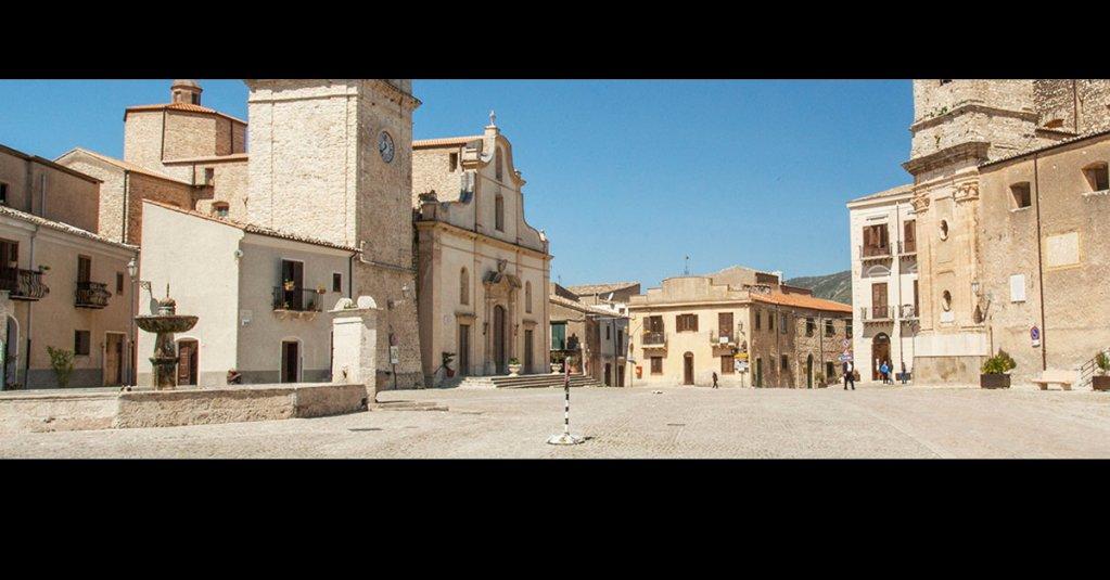Palazzo Adriano ha interessato diversi registi che hanno scelto la piazza come set. #blogsicilia #palermo