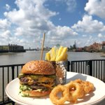 Image for the Tweet beginning: Wow ! What a burger....
