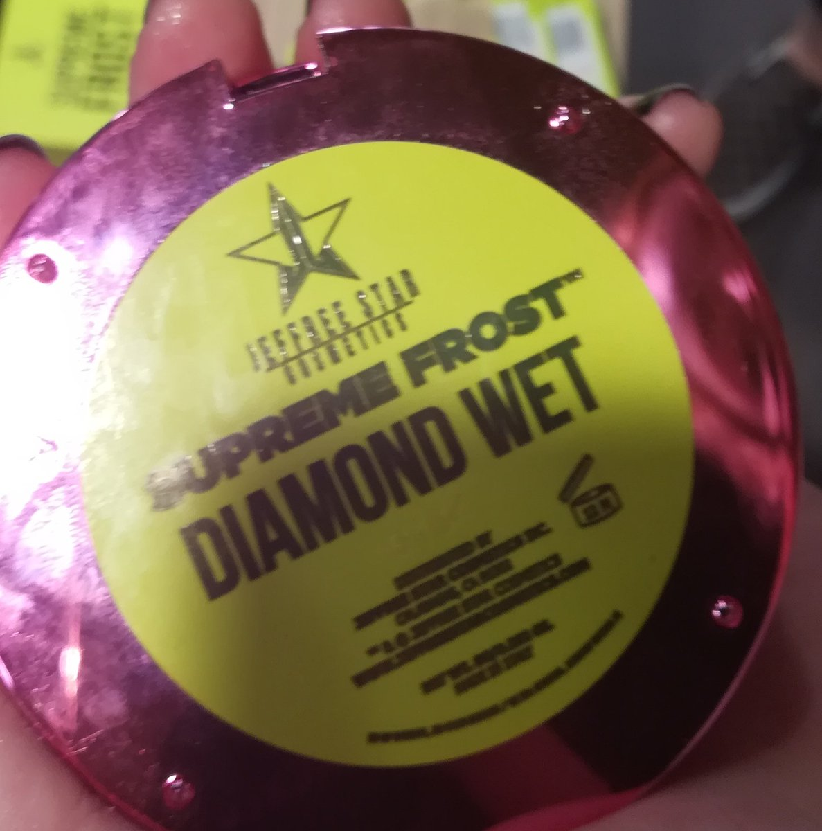 Tbh are Jeffree Star highlighters worth it? I'm tempted to buy this one but I don't wear Highlighter that often, so it's kind of expensive for me to get one for like that one time in the month that I feel like it.  I need a sugar daddy. https://t.co/skuA2dxEK7