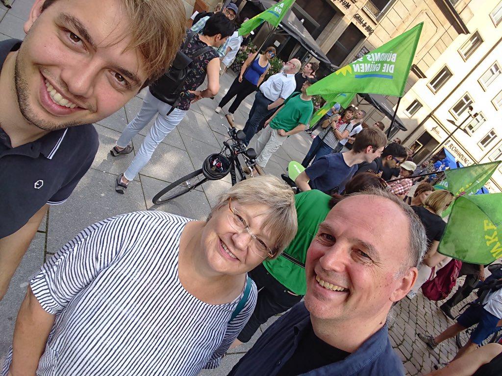 test Twitter Media - RT @W_SK: Zusammen mit den beiden Vorsitzenden von @gruenehessen bei der #unteilbar- Demo in #Dresden https://t.co/kA9Z0v7Vte