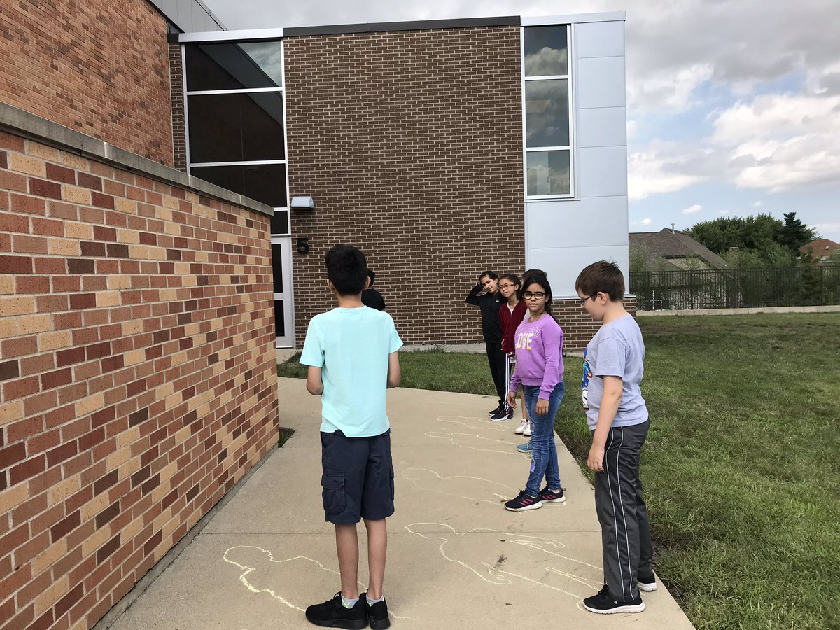 First science experiment of the year for our Earth & Sun unit. Casting shadows & how they change throughout the day. #glenoaksschool<br>http://pic.twitter.com/97pRtxA8Hy