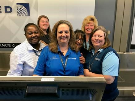 BE the Reason Someone Smiles Today can make a difference at home, and in the world. Thank you to the fabulous team that sets the tone at first point of contact to customers when traveling United. @weareunited