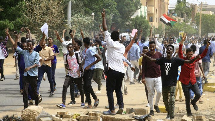 In Sudan, interclassism and democratism are getting the revolt defeated.  http://www. pcint.org/01_Positions/0 1_03_en/190819_sudan-en.htm   …  #Sudan #SudanUprising #SudanMassacre <br>http://pic.twitter.com/s3EMENOSOX