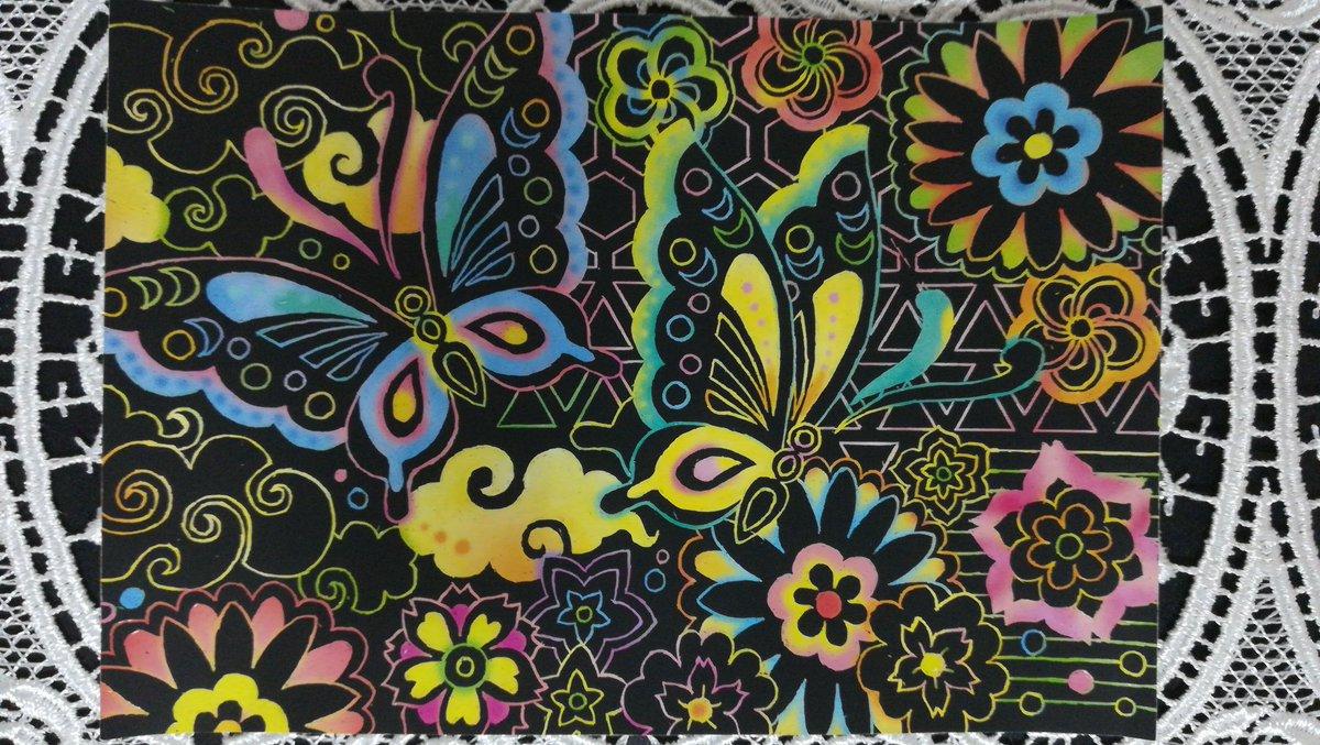 test ツイッターメディア - スクラッチアート初心者をもうそろそろ卒業!?です。ダイソーの癒やしの花模様4枚目が仕上がりました☺️面を削っている最中に一瞬眠ってしまい、その間も手はカリカリ動いて削っていたからメチャクチャ危なかった😣何とか無事に完成です。#ダイソー #スクラッチアート https://t.co/7edax26byo