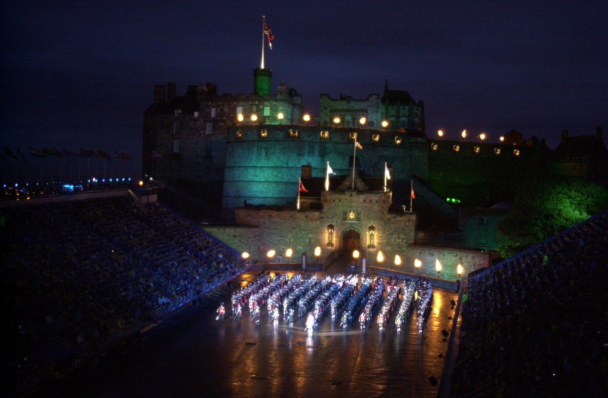 Tonight is the final performance of the @EdinburghTattoo , where has the last month gone?! Congratulations to all those involved it has been a fantastic show! 🎆 #EdinbrughCastle