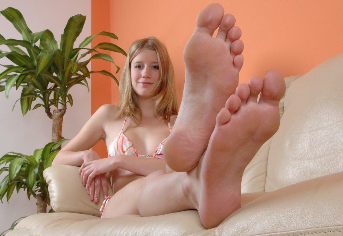 American soles bare feet hijabi
