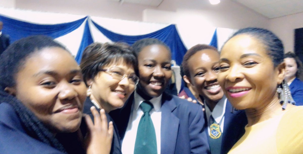 Saturday evening with high school girls aspiring to study towards science, engineering & technology. Below are girls with their teachers from Rusthof secondary, Protea heights academy, Parklands college & Claremont high. #WomensMonth2019 #WomenInSTEM<br>http://pic.twitter.com/n4ZDSrk1rO