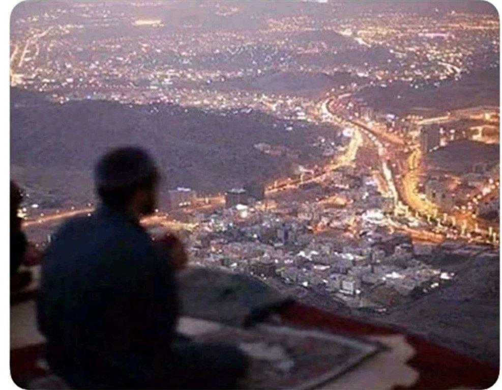 "Night view of Makkah city from  ""Ghaar e Sor ""  #makkahalmukarramah <br>http://pic.twitter.com/6qgAcR3Iu5"