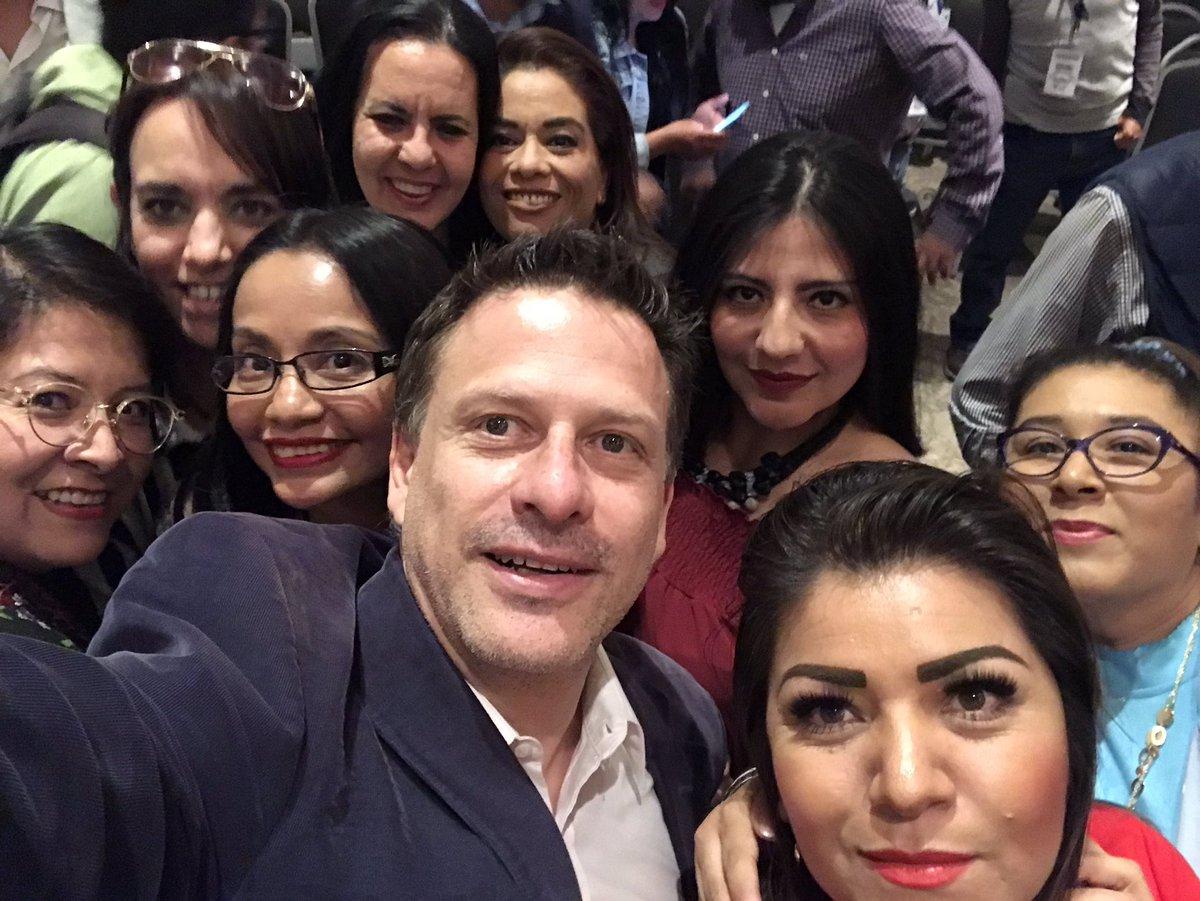 Con las maravillosas @HijasDeLaMx en el evento de #Futuro21
