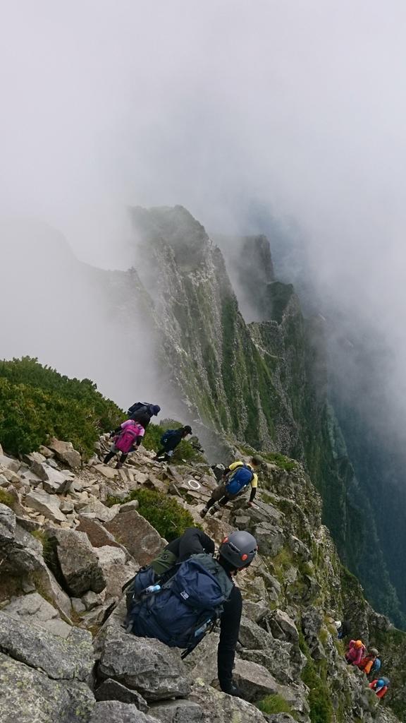 上高地から西穂高岳へ登ってきました! 幼い頃にロープウェイを使って独標までは歩いたことはあったのですが、ジャンダルムを越える力量もなく登れておらず。初めての登頂でした⛰️ ルートは丁寧に整備されていて、岩登りの基礎があれば問題はないですね。ただ高度感が強いので恐いのは致し方なし(笑)