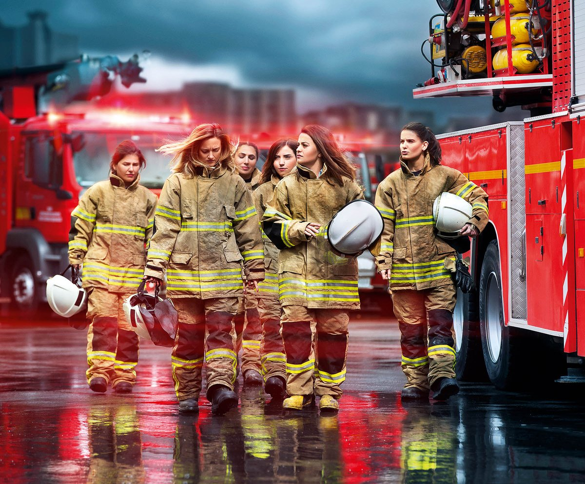 Женщина пожарник картинки