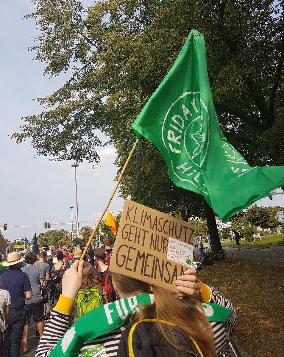 test Twitter Media - Heute waren einige von uns auf der #unteilbar-Demo. Dort haben wir im Klimablock - buchstäblich - Flagge gegen den Faschismus gezeigt #wirsindmehr #dd2408 #dresden #demo #fridaysforfuture https://t.co/MzO00OuNZ9