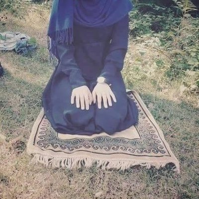 Her secret is simple .. On her worst days she prays  and on her best days she prays .. #muslimah <br>http://pic.twitter.com/l5ueV8B3VR