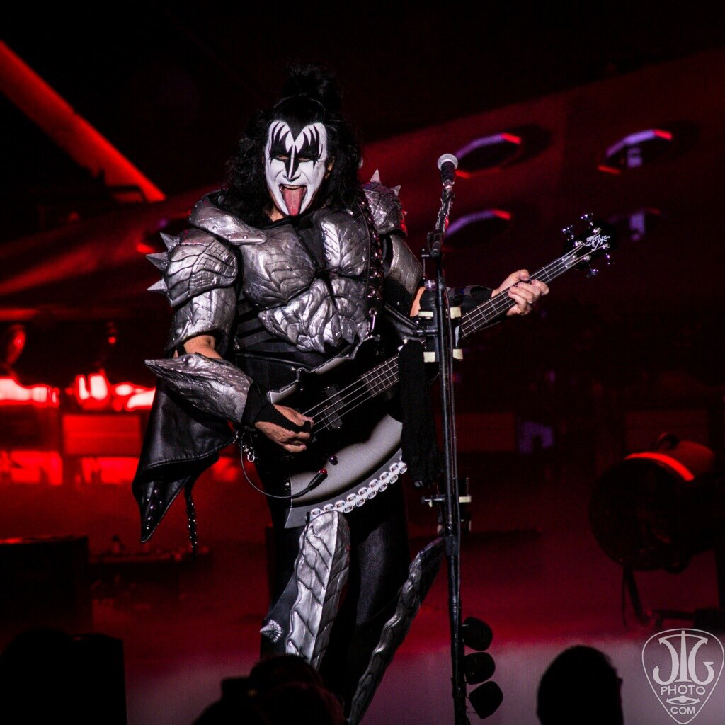 KISS gives one (presumably) last spectacle at SPAC