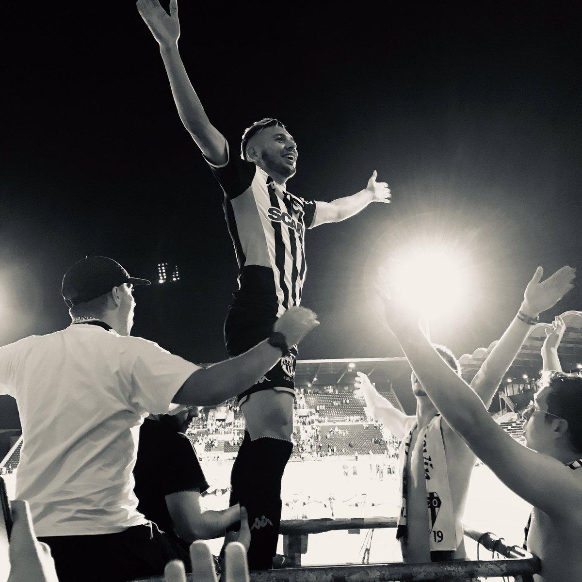 Angers SCO 3 - 0 FC Metz | Clapping Farid El Melali  #SCOFCM #Angers #AngersSCO #SCO #dalleangevine #ladalleangevine<br>http://pic.twitter.com/0ErSvrtBIs
