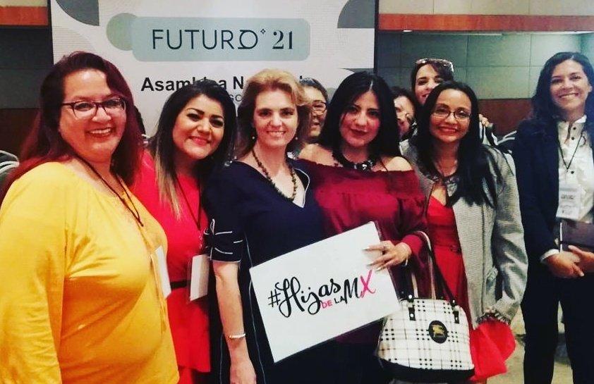 Nos encantó compartir unos momentos con @pmigoya para platicar de su proyecto de equidad femenina y sensibilización hacia grupos de mujeres vulnerables.#HijasDeLaMxEnUsa #HijasDeLaMx #Futuro21