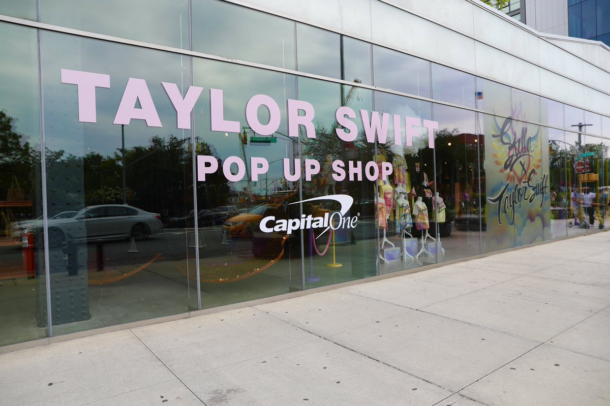 Taylor Swift On Twitter Stopped By The Nyc Pop Up Shop To Celebrate Lover With The People Who Have Made This Week So Insanely Fun Shout Out To Capitalone For Making The