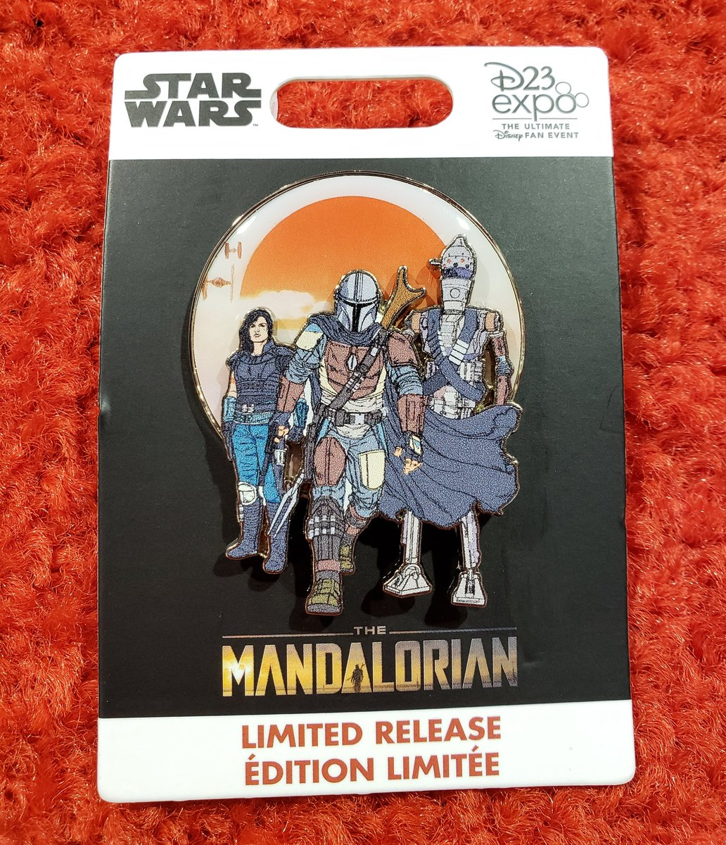 #TheMandalorian Funko Pop has been sold out at the Disney Dream Store since 10am but the pin is still in stock! $15.99 before the AP discount.   I also have one to giveaway! Follow and RT to enter. Winner announced 8/26.   #D23Expo<br>http://pic.twitter.com/N5X9pQospO