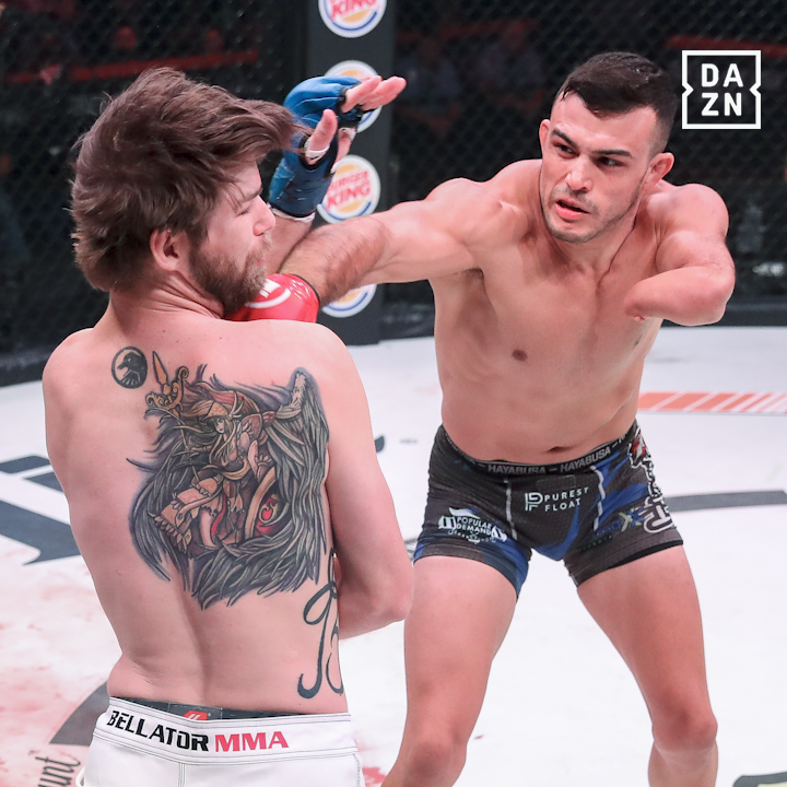 Victory for @NotoriousNewell in his @BellatorMMA debut 👊  The congenital amputee improves to 16-2 🤩