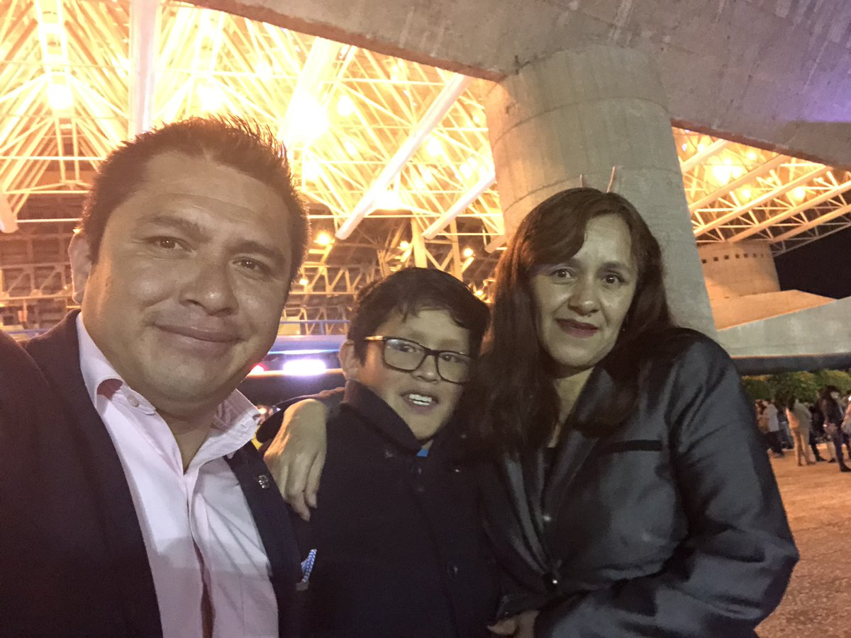 Como cuando traes a la jefa a ver a Amanda Miguel #auditorionacional https://t.co/Kk1PGN2KcE