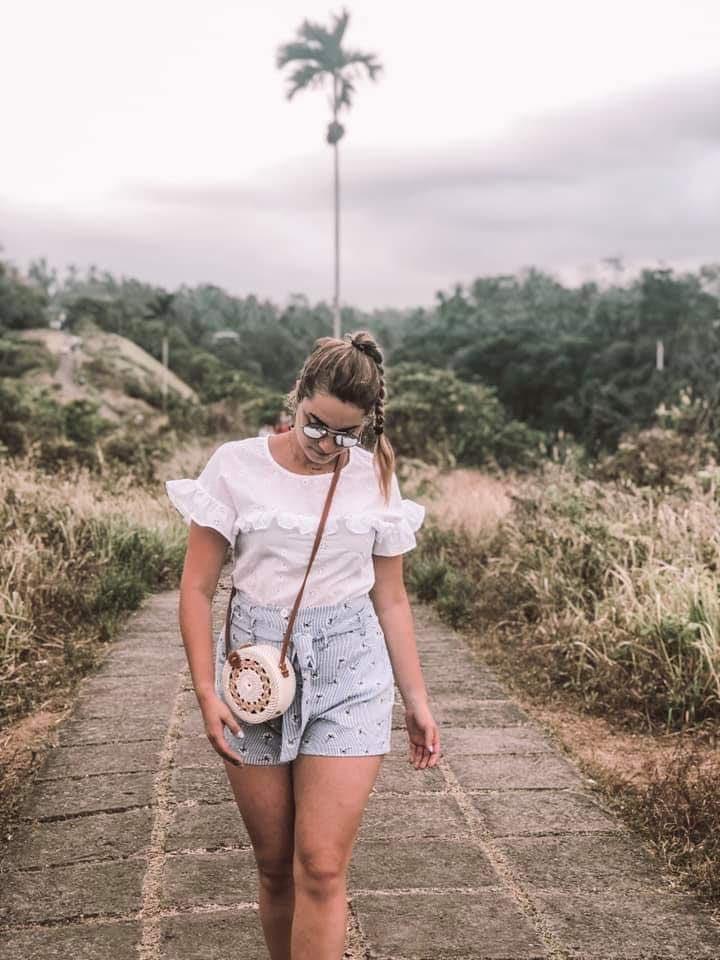 La Blouse Eloïse en balade à Bali 🧘♀️ Merci @prettytinythings de porter notre blouse 😘🥰 Bénéficiez de 10% de réduction sur la boutique code : BIENVENUE  Belle journée 💕😘 👀http://www.unepouleparisienne.com #bloggeuse #influenceuse #influenceusemode #instamood😍 #unepouleparisienne