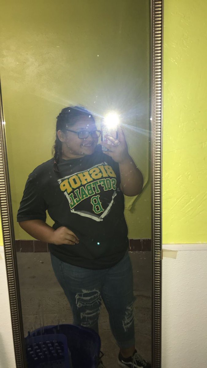 i was very hesitant to post this but these past few months have done me so well. about 7 months ago i made the commitment to lose weight. i used to weigh 225 lbs & i currently weigh 152 lbs.. my sacrifice, hard work, and discipline have totally been worth it. i love the new me. <br>http://pic.twitter.com/KcNoRq6ZK3